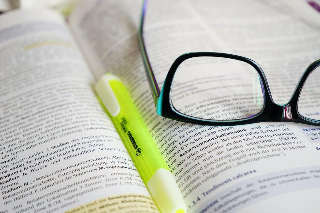 Uddannelse læse SU briller bøger skrift sprog